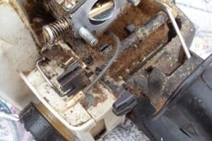 бензопилы штиль со снятым карбюратором и проводом