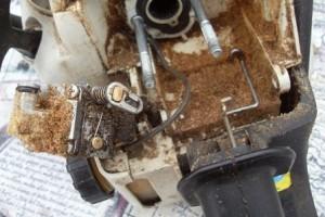 Снимаем карбюратор бензопилы штиль